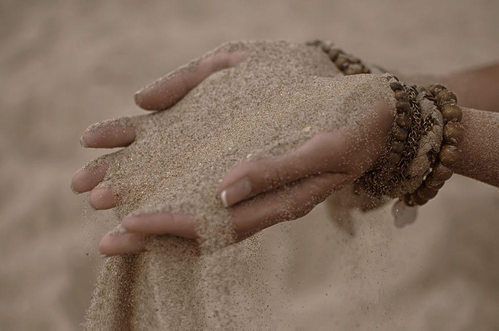 La arena y la piedra